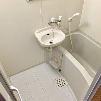 2点ユニットです。お掃除はまとめて。(※写真は4階の同間取り別部屋のものです)