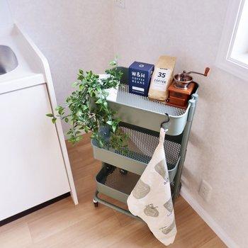 右側には冷蔵庫を設置できますね。