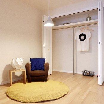 洋室はおこもり感ある、あたたかな空間。