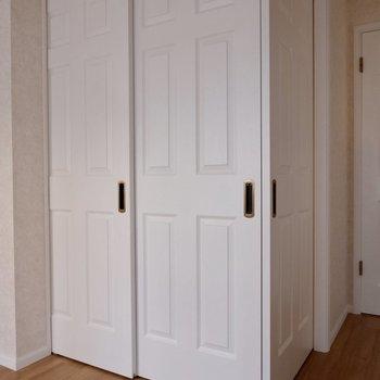 L字に合流する扉がステキ。