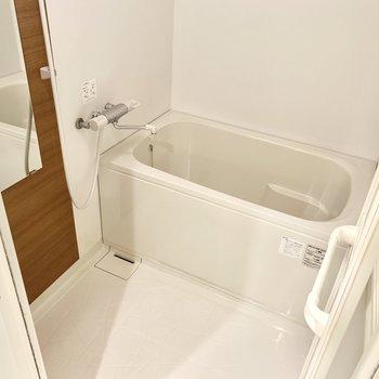 お風呂は浴室乾燥機付き!冬や梅雨時期は助かります。