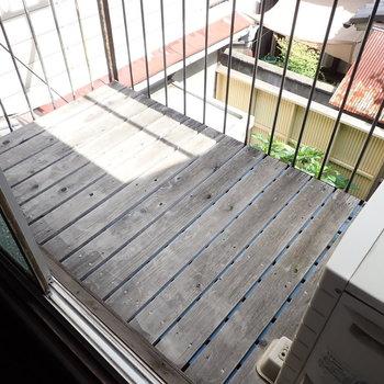 2階のベランダはコンパクトですね。