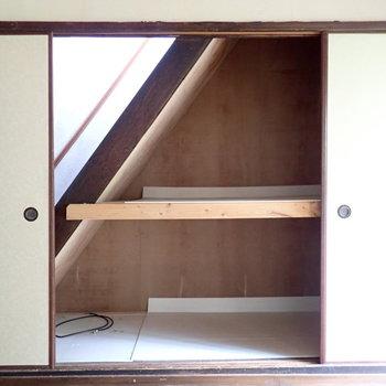 階段下収納はたっぷりと。