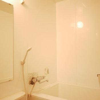 浴室も清潔感ありました(※写真は6階の同間取り別部屋のものです)