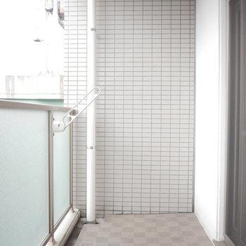 バルコニーは奥行きがゆったり。(※写真は6階の同間取り別部屋のものです)