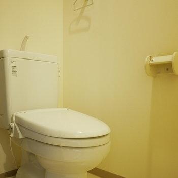 トイレもシンプル(※写真は6階の同間取り別部屋のものです)