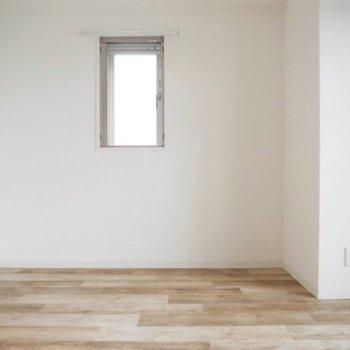 目に優しい色、さらさら質感の床(※写真は6階の同間取り別部屋のものです)