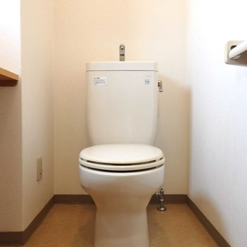 トイレ横の棚には何を置こう?(※写真は2階の同間取り別部屋のものです)