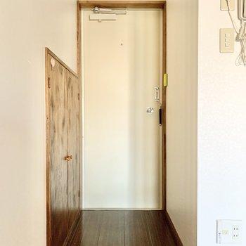 玄関はフラット式。靴の履き替えが楽に。