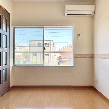 【洋室②】こちらのお部屋にも窓が付いてますよ。