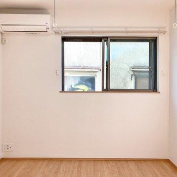 【2階・南側洋室】ここが寝室でしょうか。