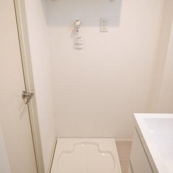 洗濯機置き場もここに。