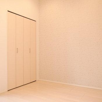 こちらの壁はアクセントクロスがあります。