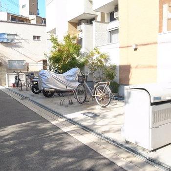 【共用部】駐輪場・ゴミ置き場はマンション前に。