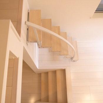 ではロフトを降りて、さらに小さな階段も降りていきます。