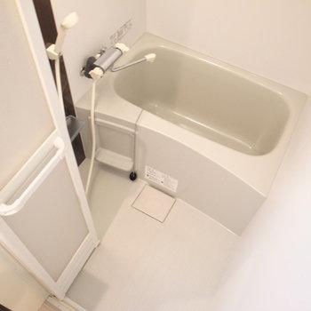 ひとりサイズのシンプルなお風呂。