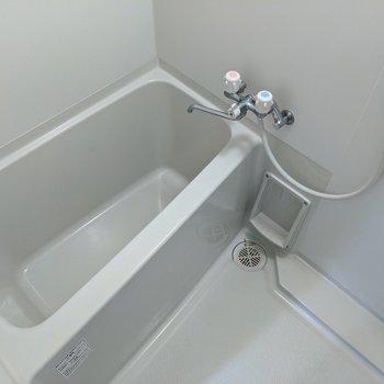 足を伸ばしてお風呂に入ることができます。