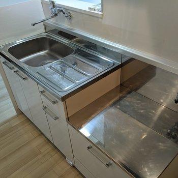 広く家事がしやすいキッチンです。コンロは持ち込みましょう。