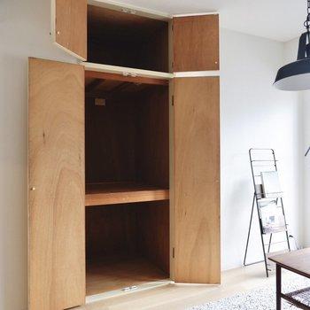 【洋室】収納はラックや、ケースを入れて使うと良いかも。
