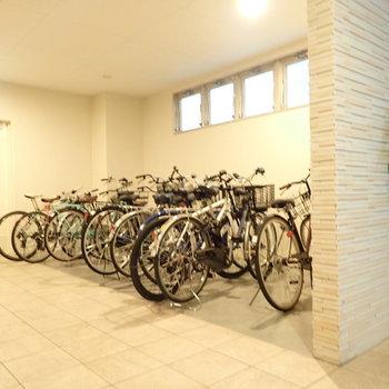 共用部】自転車はオートロック内にあるので安心です。