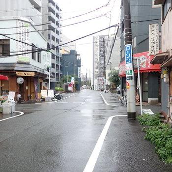 周辺環境】車通りは少なかったです。ちょこっと飲食店が集まっているエリアですね。