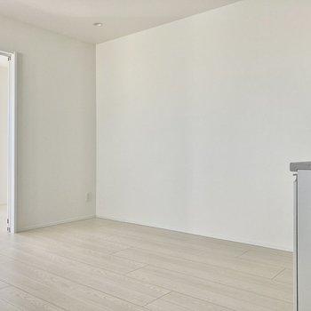 キッチンは角にあるおかげで、空間がとっても広く感じます。