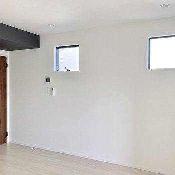 角部屋なので側面にも窓があります。光もしっかり取り込んでくれますね。
