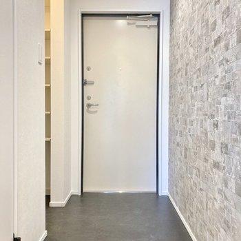 玄関はフラットなタイプ。かなり広さもあります。