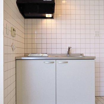 キッチンはシンプルだけどね。(※写真は3階の反転間取り別部屋のものです)