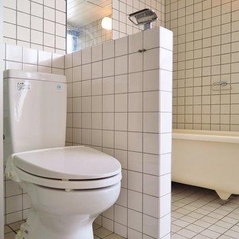 トイレはシンプル。(※写真は3階の反転間取り別部屋のものです)