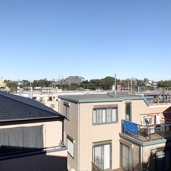 周りに高い建物があまりないため空が広いです!