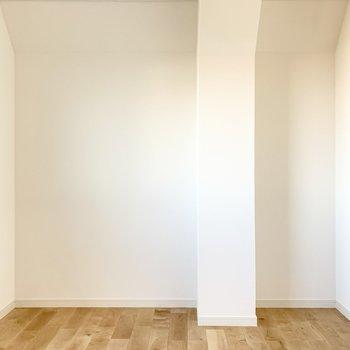 【洋室】木製のドレッサーなどを置きたいな〜。
