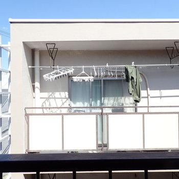 ベランダと反対側の窓からはお向かいが。