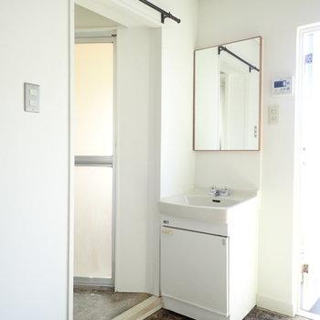 洗面台の鏡がかわいい!