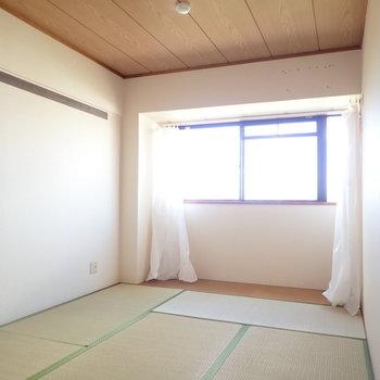 和室からも公園が見えますよ〜。