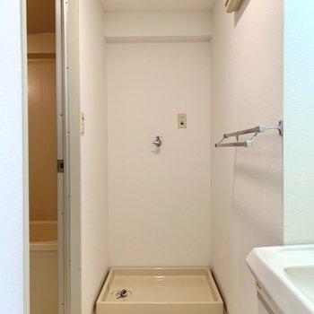 洗濯機置場は洗面室に。