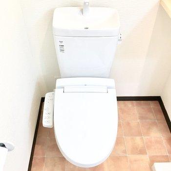 トイレはウォシュレット付き♪(※写真は2階の反転間取り別部屋のものです)