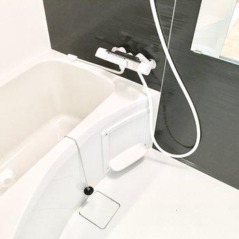 お風呂には浴室乾燥機付き◎(※写真は2階の反転間取り別部屋のものです)