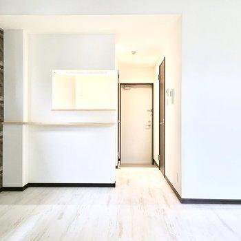 キッチンはカウンタータイプ♪(※写真は2階の反転間取り別部屋のものです)