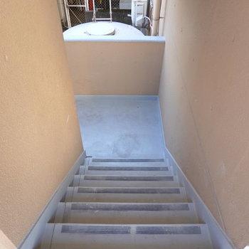 お部屋は2階でエレベーターは無いので、自転車を上げるときは少し大変かも。
