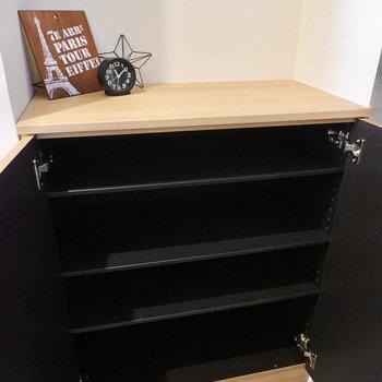 靴箱は1段に3足ほど入る大きさで、上のスペースも活用できます。
