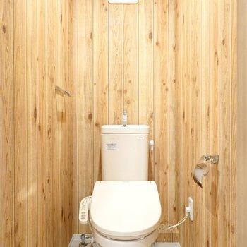 トイレもログハウス!嬉しいウォシュレット付き◎