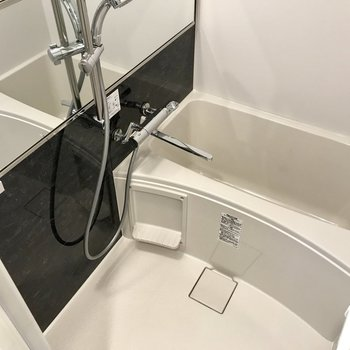 スタイリッシュで使いやすいお風呂!(※写真は6階の同間取り別部屋のものです)