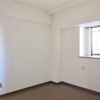 こちらは5帖。夫婦の寝室としていかがでしょう。