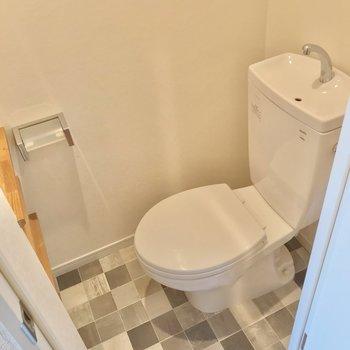 トイレも床がかわいらしい。