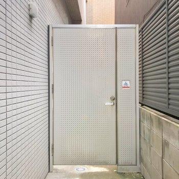 外にも鍵付きの扉があるので、安心感がありますね。