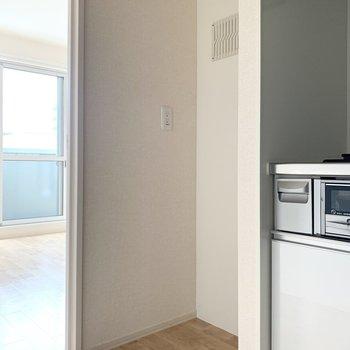 キッチンのお隣には冷蔵庫を設置できます。