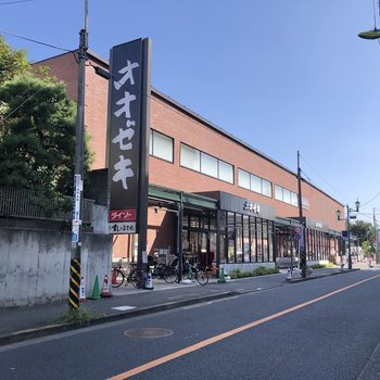 松原駅周辺にはスーパーや、
