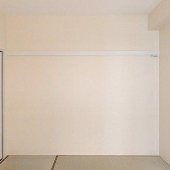 反対側の壁には長押。