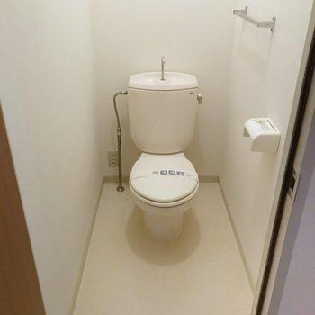 トイレには持ち込みでウォシュレットを設置できます。